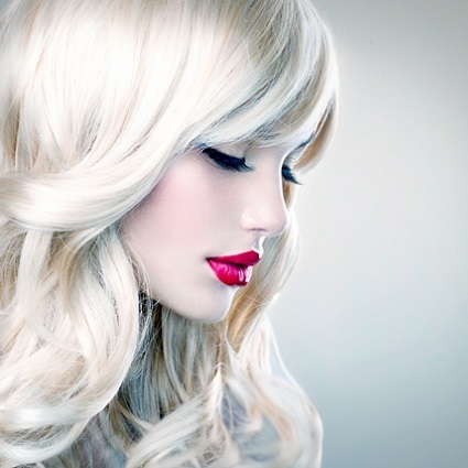 hair-wavy-blond